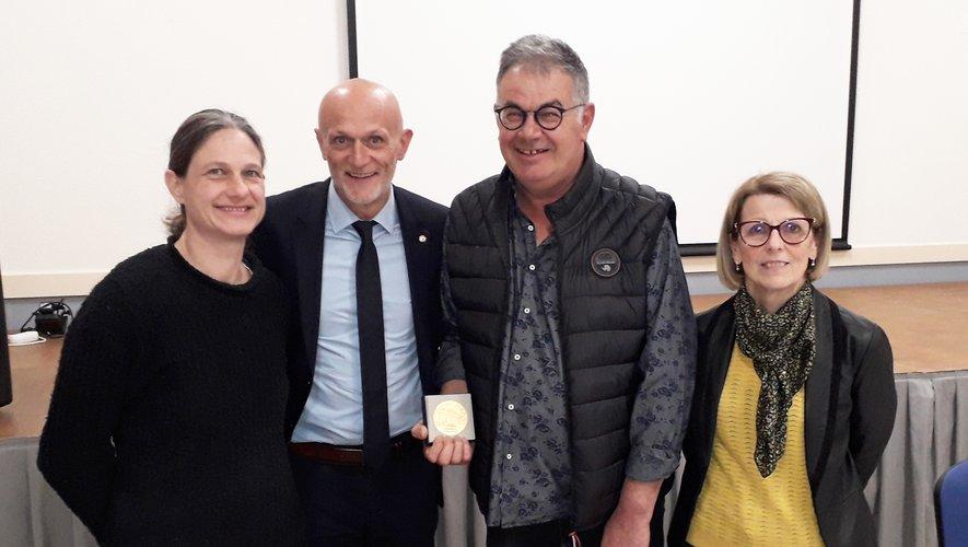 René Lavastrou a reçu la médaille de l'Assemblée nationale pour ses 31 ans au service de la commune.