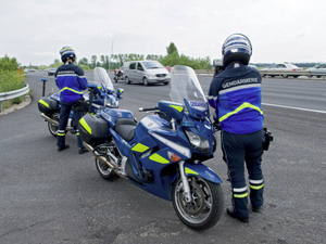 Deux grands excès de vitesse : un jeune permis contrôlé à 163 km/h au lieu de 80 et un automobiliste mesuré à 231 km/h sur l'A75.