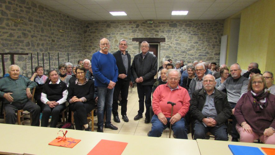 Gérard Delmur, Gérard Mazenc et Jean Lasserre ont présenté les activités du collectif aux nombreux participants.