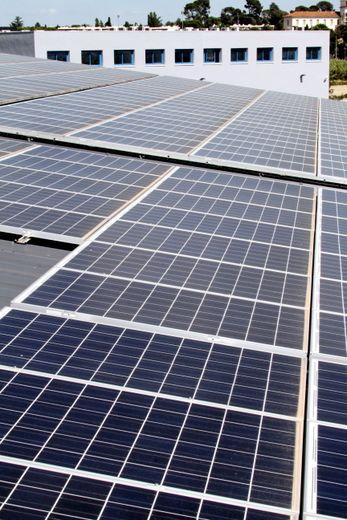 Les toitures des écoles devront générer 535 000 kWh/an.