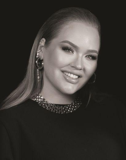 Nikkie de Jajer est suivie par plus de 13 millions de personnes sur YouTube et Instagram.