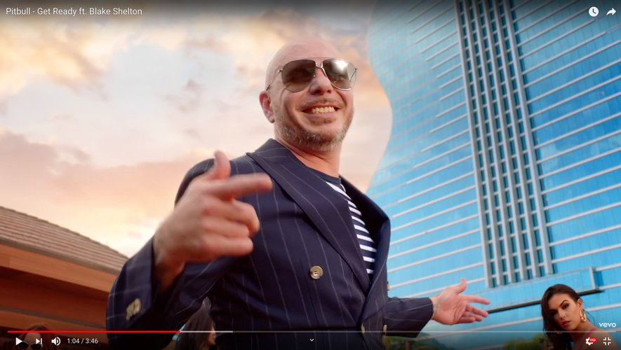 "Pitbull a recruté la superstar de la country Blake Shelton pour son nouveau titre ""Get Ready."""
