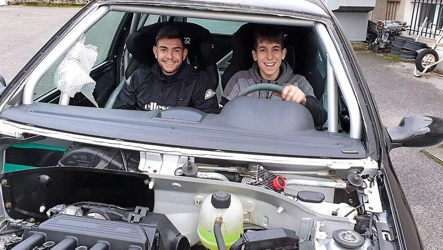 Arthur Pélamourgues et Bastien Dumas ont monté leur propre voiture de rallye, à partir d'une Clio de série. Ils s'apprêtent à l'essayer pour la première fois lors du rallye du Vallon de Marcillac, le 27 mars. Repro CP Arthur Pélamourgues et Bastien Dumas ont monté leur propre voiture de rallye, à partir d'une Clio de série. Ils s'apprêtent à l'essayer pour la première fois lors du rallye du Vallon de Marcillac, le 27 mars.