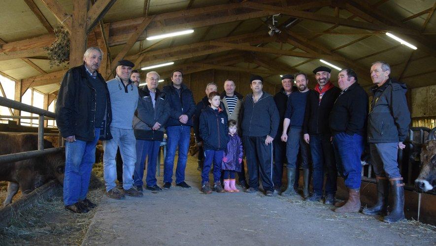 Autour du président Serge Niel, les éleveurs participant se sont retrouvés mercredi à Gabriac.