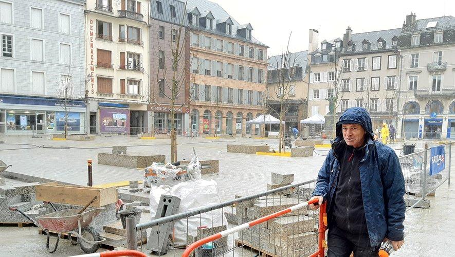 Vers la fin des travaux sur la place de la Cité, avec les équipes de Manu Fernandez.