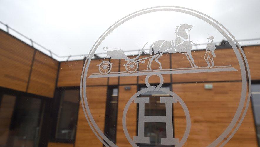 """Hermès dévoile la semaine prochaine un carré de soie """"double-face"""""""
