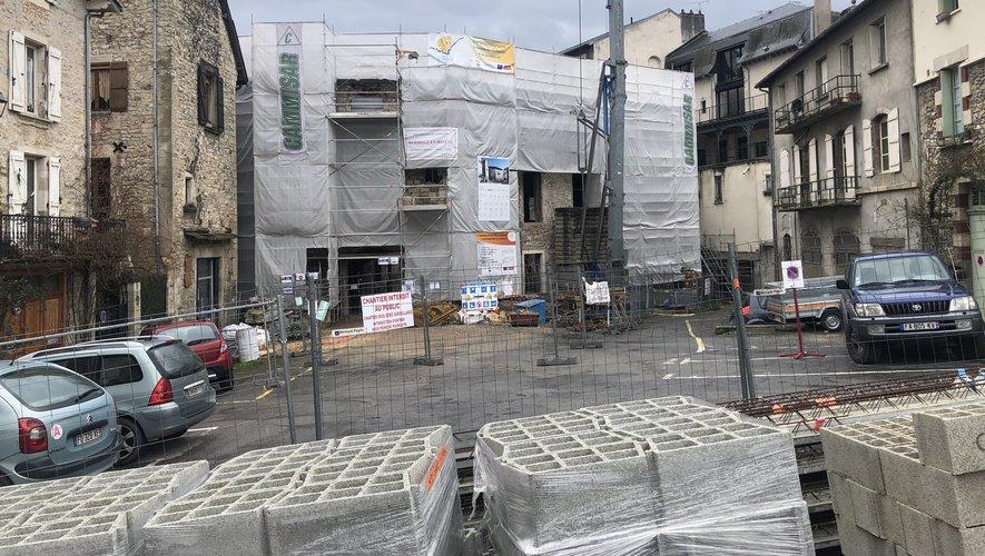 Le chantier du pôle culturel en stand-by, vu de la place Bernard-Lhez, a échauffé les esprits au conseil municipal.
