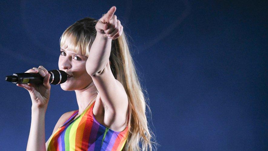 Angèle, à la fois star des ventes et figure du féminisme, est nommée dans trois catégories aux 35e Victoires de la musique, ce vendredi soir.
