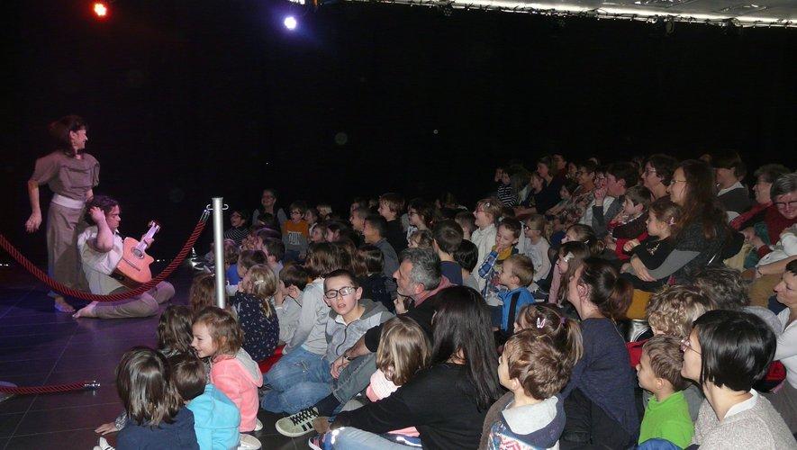 Beaucoup de bambins sont venu écouter Nonolulu de la Cie Les Arts en lumière