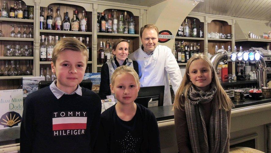 Bienvenue à Vianey, Élise et leurs trois enfants