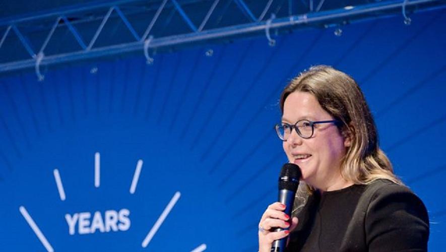 Titulaire d'un DEA de gestion et de marketing obtenu à l'Université de Paris Dauphine et d'un MBA, Yseulys Costesa été saluée à l'occasion de l'anniversaire de cette honorable institution où elle a par la suite enseigné.