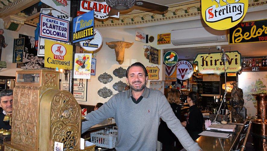 Le Villefranchois Olivier Guinou est aux commandes du Café Authié, le plus vieil établissement de Toulouse (1882) situé place Dupuy (face à la Halle aux grains), depuis 2009 : les cinq premières années avec deux associés et avec son père Gaston depuis six ans. Adorant chiner, c'est lui qui a déniché toute la décoration. Il en est d'ailleurs très fier !