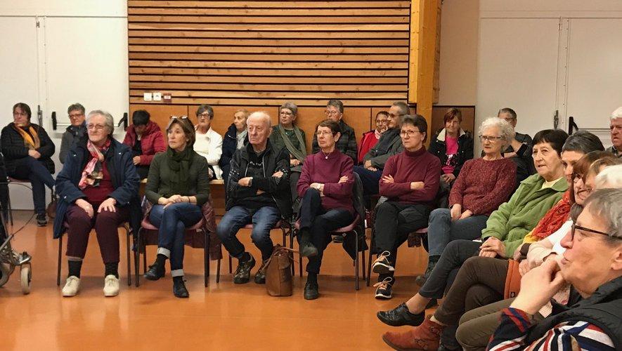 Un public de seniors très intéressé par leur principale occupation.