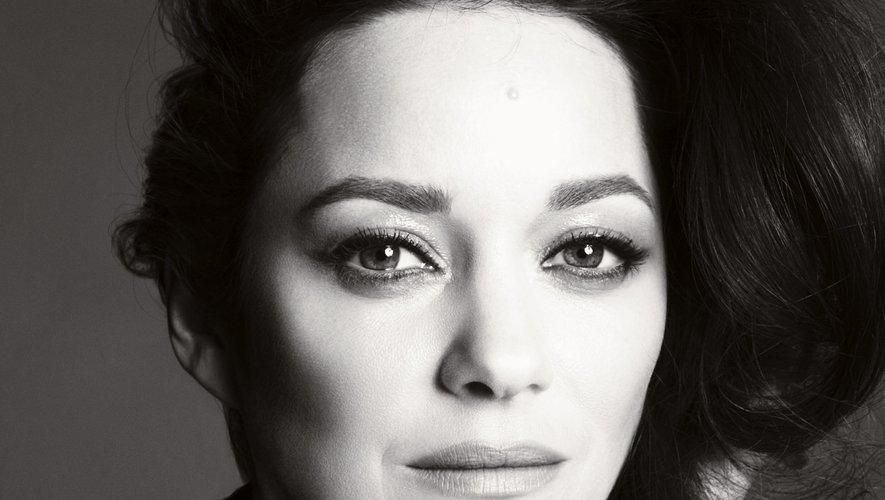 Marion Cotillard est le nouveau visage du parfum N°5 de Chanel.