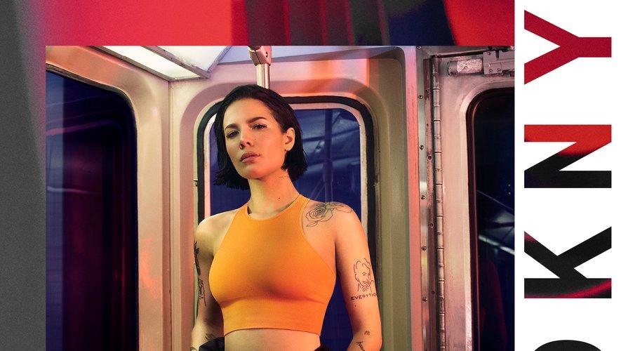 Halsey prend à nouveau la pose pour DKNY.