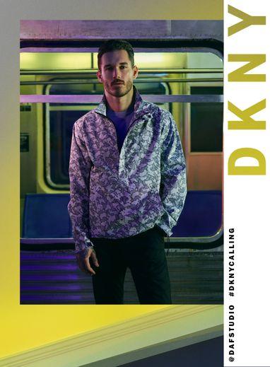 David Alexander Flinn prête ses traits à la campagne printemps 2020 de DKNY.