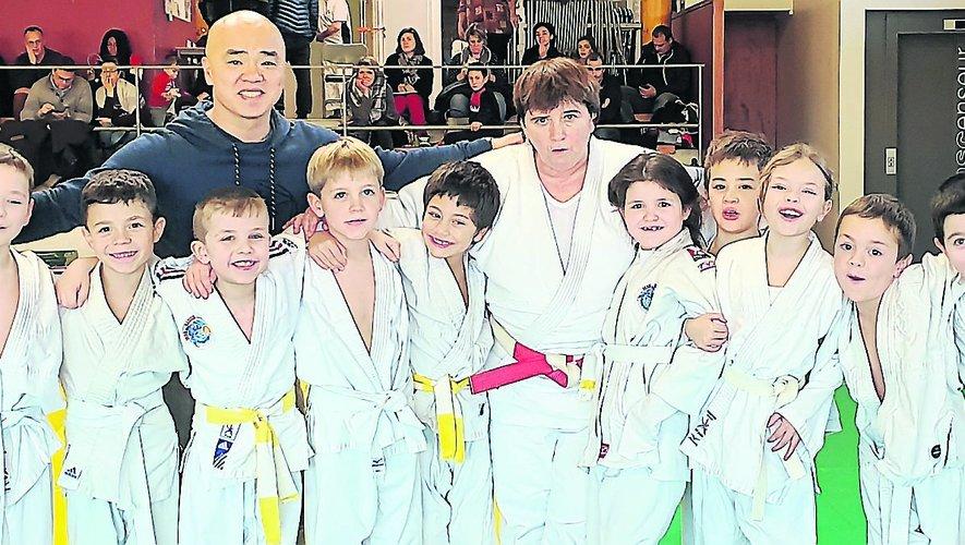 Les mini-poussins avec Cathy Arnaud, la médaillée olympique de Séoul.