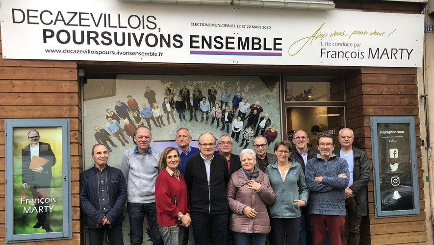 François Marty et quelques-uns de ses colistiers devant leur permanence au 113 rue Cayrade.