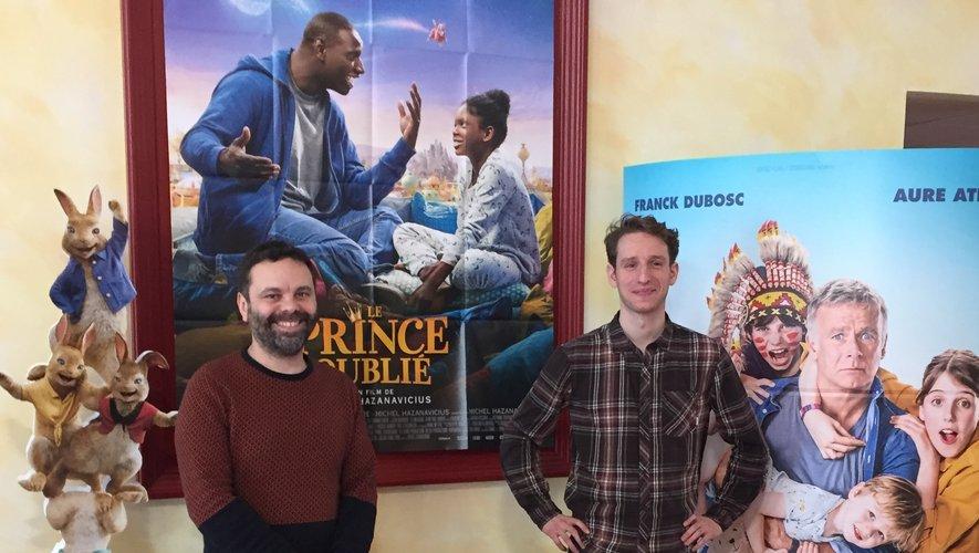 Le sourire est de mise pour l'équipe du cinéma La Strada, ici le directeur Arnaud Segond avec le responsable de l'accueil William Vilas (de g. à dr.), qui voit s'envoler les courbes de fréquentation.
