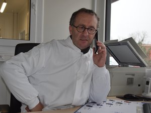 Bovin, porcin, ovin, tout est découpé et emballé avec Philippe Raymond, toujours à l'écoute dans son nouvel atelier de Camarès.
