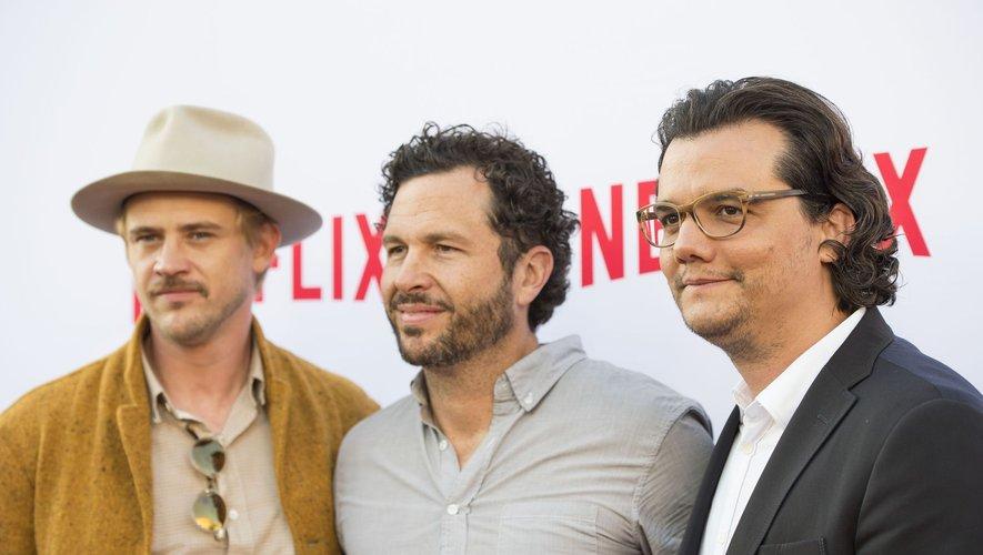 """Eric Newman (au milieu) a été le producteur et showrunner pour la série """"Narcos"""" avec Boyd Holbrook et Wagner Moura."""