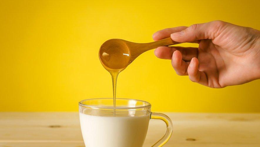 Du lait chaud le soir pour mieux dormir ?