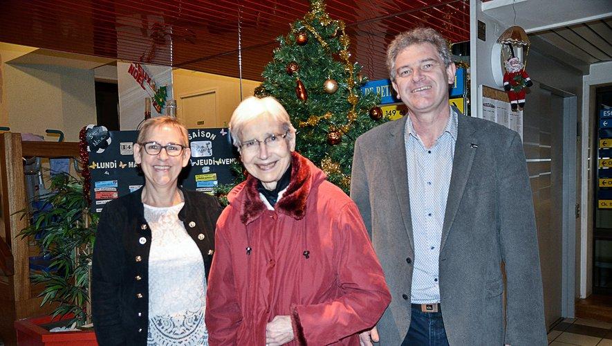Sœur Anaïs Arguel (au centre) en compagnie de Claire Bouloc et Pierre Roux.
