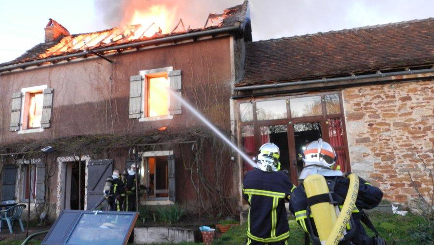 Une vingtaine de pompiers ont été mobilisés pour combattre l'incendie