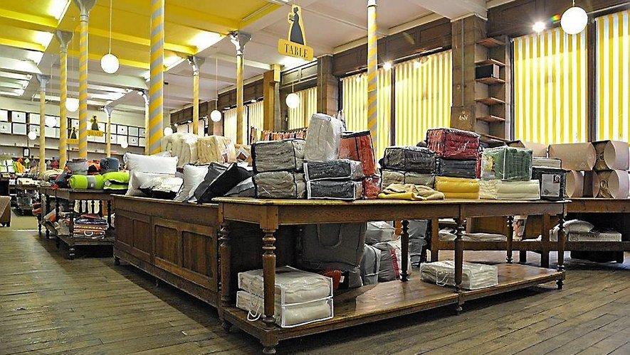 Le magasin avait conservé une partie de son mobilier ancien, sous un plafond de cinq mètres…