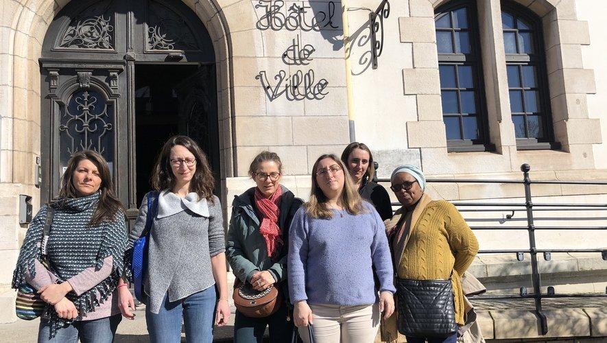 Des mamans d'élèves de la maternelle Jean-Moulin avant leur rencontre avec le maire et son équipe./Photo MCB