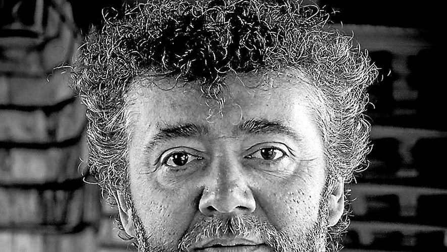 """Dans """"Baron Noir"""", Fred Saurel joue le rôle d'un professeur de biologie et blogueur politique."""