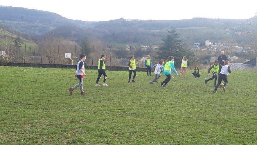 Les élèves se sont initiés au football à l'école Saint-Hilarian