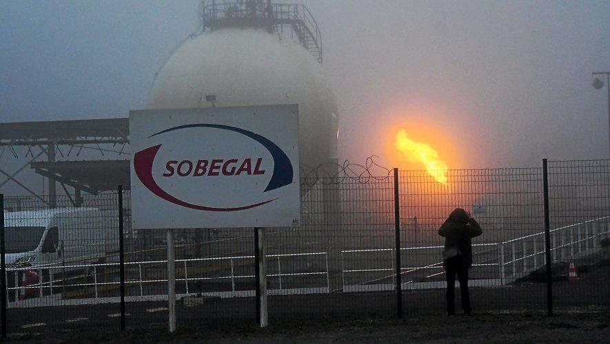 La torchère, qui génère une flamme haute de 5 mètres,  a brûlé durant toute la journée d'hier.