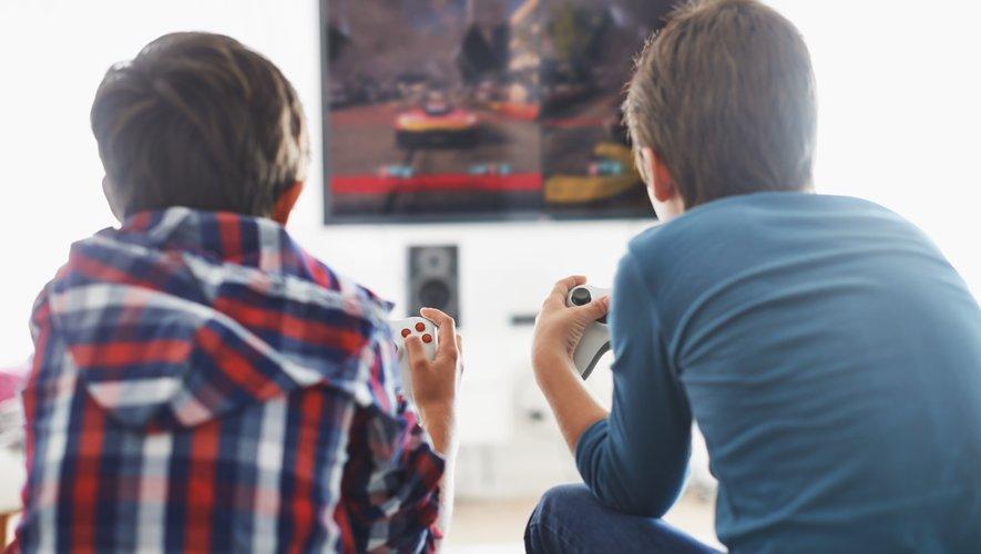 Les ventes totales de matériel, PC et consoles, de jeux - y compris sur le mobile - et d'accessoires ont atteint un chiffre d'affaires de 4,8 milliards d'euros, a précisé le Syndicat des éditeurs de logiciels (Sell).