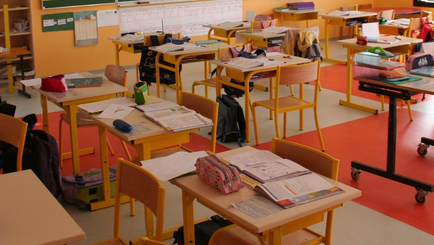 Dix élèves et huit enseignants ont été invités à rester chez eux.