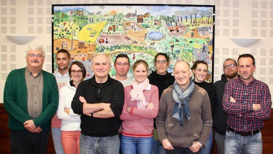 De gauche à droite : Alain Bessac, maire sortant, instituteur retraité ; Guillaume Laurens (Ayres), artisan ; Claire Mouterde (Montloubet), technicienne de laboratoire ; Bernard Rigal (La Capelle),1er adjoint sortant, ingénieur retraité ; Philippe Cabrit (Mazières), conseiller sortant, agriculteur ; Marlène Cipriano (La Fage), éducatrice et gestionnaire Hippo-Cap ; Fanny Amar (La Capelle), éducatrice spécialisée; Bernard Vivens (Montloubet), artisan ; Louise Mouly (La Capelle), agricultrice ; Julien Lurine (La Capelle), artisan ; Pascal Regourd (Ayres), conseiller sortant, agriculteur.