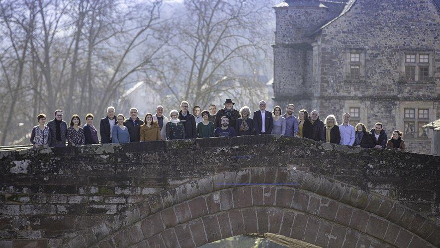 Les 27 colistiers et colistières ont posé sur l'emblématique Pont-Vieux.
