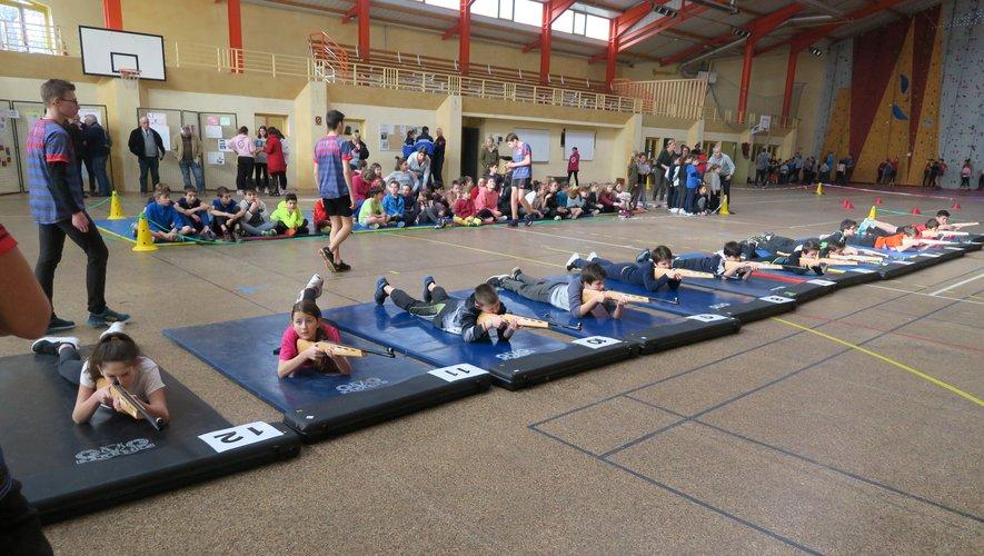 Les professeurs d'EPS présentent deux disciplines olympiques qui sont mises à l'honneur : le biathlon laseret l'escalade.