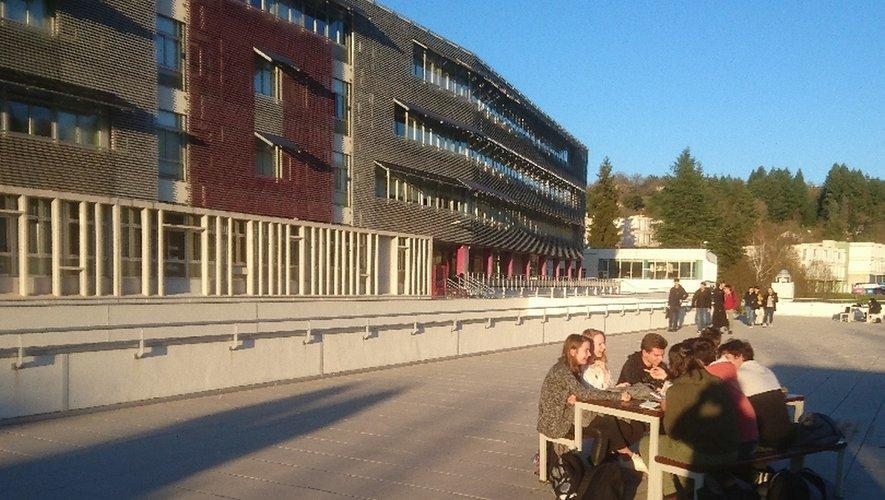 La future rentrée scolaire se prépare dès maintenantau lycée La Découverte qui ouvre ses portes ce samedi.