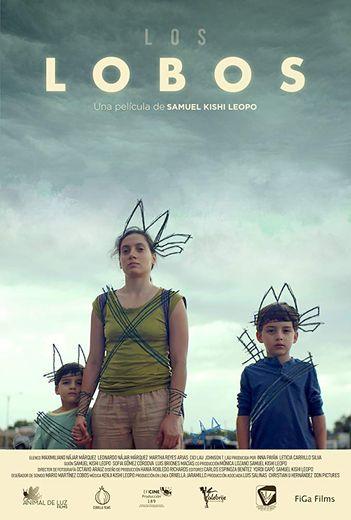 """Dans """"Los Lobos"""", Lucia, une jeune infirmière devenue veuve, fuit le Mexique pour les Etats-Unis avec ses deux enfants en leur promettant d'aller à """"Disneyland"""", incarnation utopique du """"rêve américain""""."""