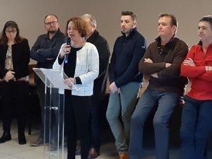 Élodie Gardes avec son équipe municipale lors des vœux.