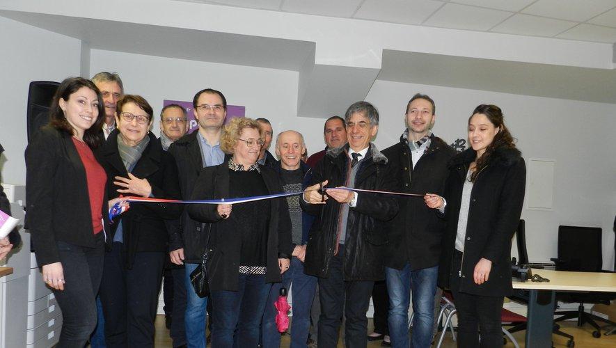 Inauguration officielle par les élus hier matin, avec à gauche la coordinatrice du Point info seniors, Marjorie Monteiro.