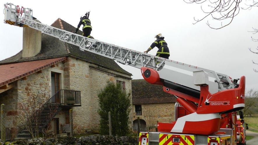 Les pompiers de Villefranche-de-Rouergue équipés de leur grande échelle sont rapidement intervenus.