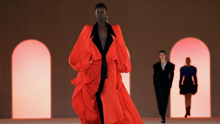 Défilé Balmain pour la collection automne-hiver 2020-2021 lors de la Fashion Week de Paris, le 28 février 2020.
