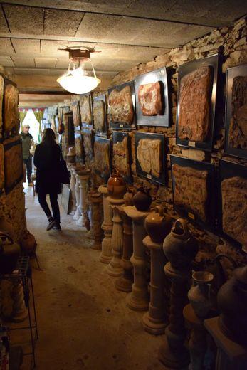 Guy Savy connaît l'histoire de tous les objetsdu musée. Et il en existe des milliers…
