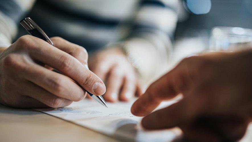 Les formes exigées d'un banquier dans un contrat de prêt ne sont pas toutes exigées dans l'avenant qu'il établirait en cas de renégociation du crédit.