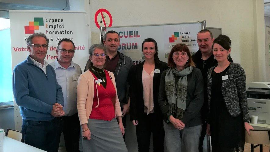 L'équipe de l'Espace Emploi Formation soutenue par l'intercommunautéet par la mairie de Laissac-Séverac l'église.