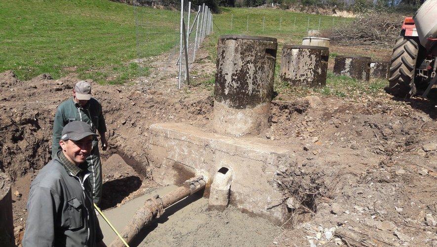 Il y a plusieurs mois les employés communaux ont effectué les travauxsur les décanteurs et conduites d'eau.
