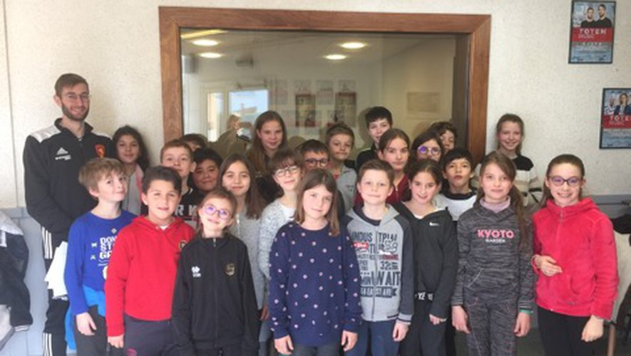 Les CM1-CM2 de l'école Saint-Charles en visite à Radio Totem
