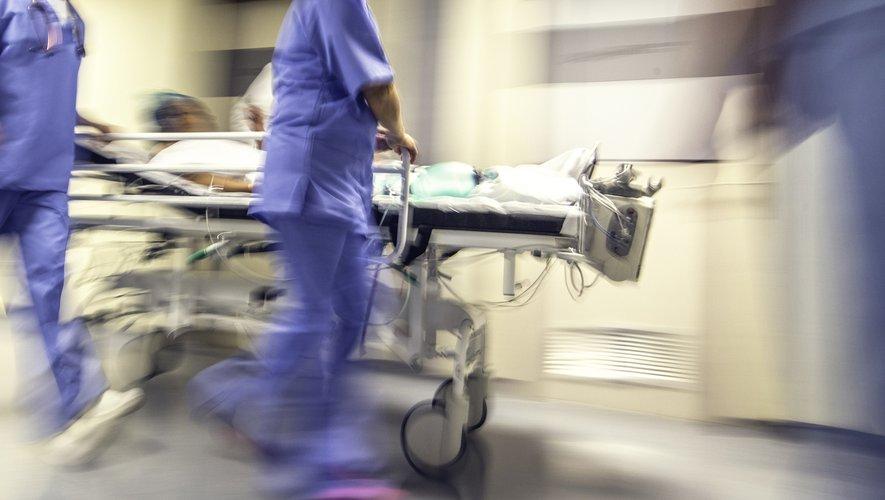 """Une cinquantaine de soignants de l'hôpital Tenon placés en quarantaine à cause du coronavirus """"ont repris ou vont reprendre"""" le travail."""